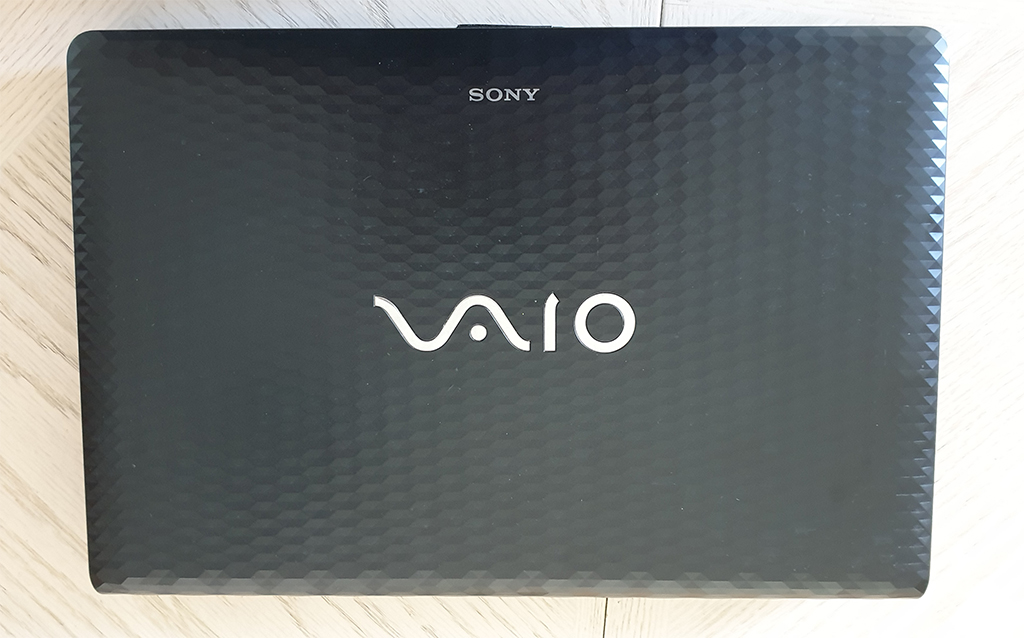 Sony Vaio VPCEH2P0E Laptop-top